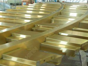 gia công vách ngăn cnc inox mạ vàng tại đa hình
